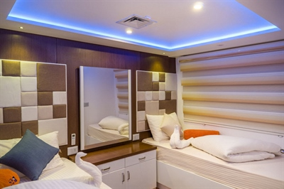 Main Deck Twin Bed Cabin