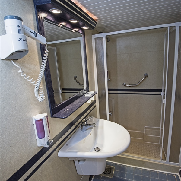 Lower deck cabin ensuite