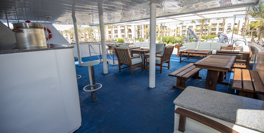 Lower Sundeck
