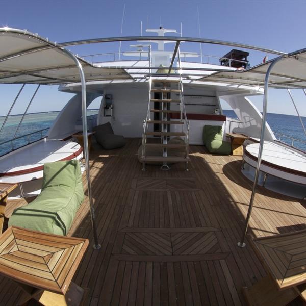 Mid deck