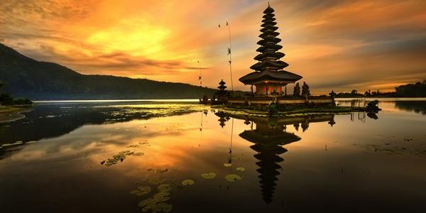 Pura Ulun Danu Bratan Temple on sunset