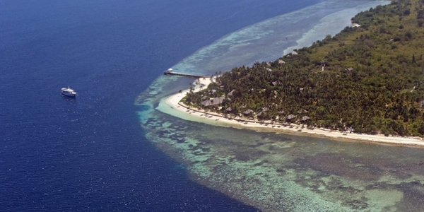 Aerial view of resort,houses, reef & Pelagian